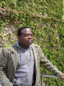Le regard futuriste sur la gare d'Austerlitz du Professeur et écrivain Congolais «Gaston Mbemba-Ndoumba » DSCN4933-225x300