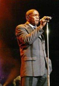 Yves Fernand Nkodia-Mantseka dans «Tendre Nostalgie» clement-ossinonde-artiste-musicien-congolais3-207x300